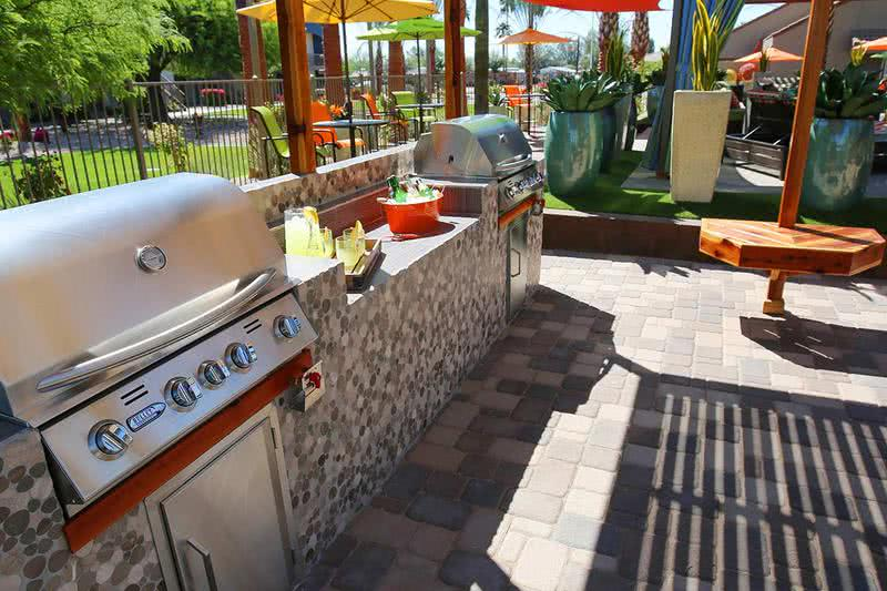 Outdoor Kitchen | Enjoy our resort-style outdoor kitchen, perfect for having a poolside BBQ with friends.