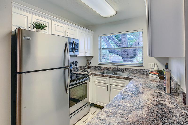 Stainless Steel Appliances | Kitchens featuring stainless steel appliances.