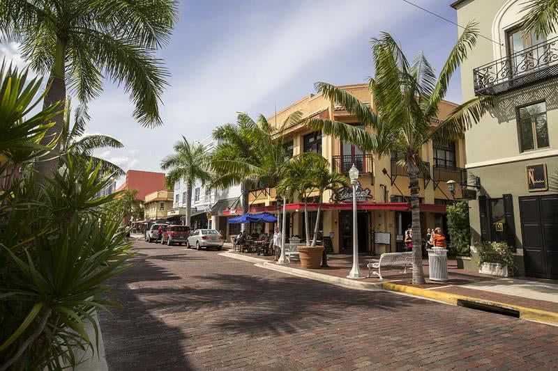 Fantastic Location | Lexington Palms is located near downtown Fort Myers, which offers plenty of dining and shopping options.