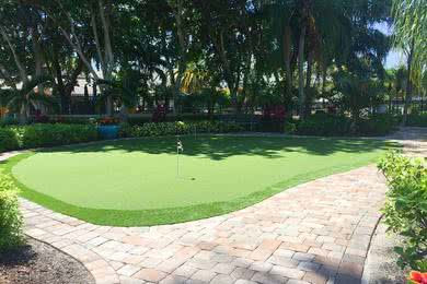 Putting Green | Practice your putt at our on-site putting green.