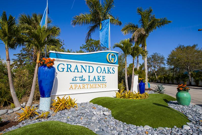 Welcome to Grand Oaks at the Lake | Enjoy lakeside luxury living in the Harbor City at Grand Oaks Apartments near Everest University.