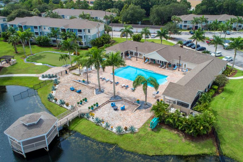 Grand Oaks at the Lake | Melbourne, Florida Apartments