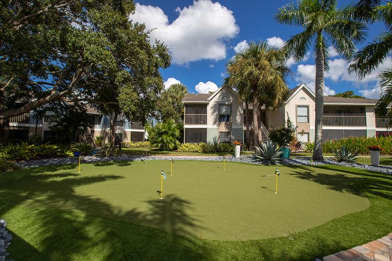 Putting Green | Practice your putt at our on-site putting green!