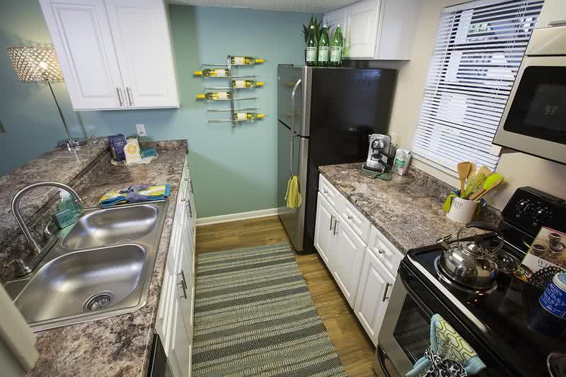 Apartment photos videos the bentley at maitland in - Zelmar kitchen designs orlando fl ...
