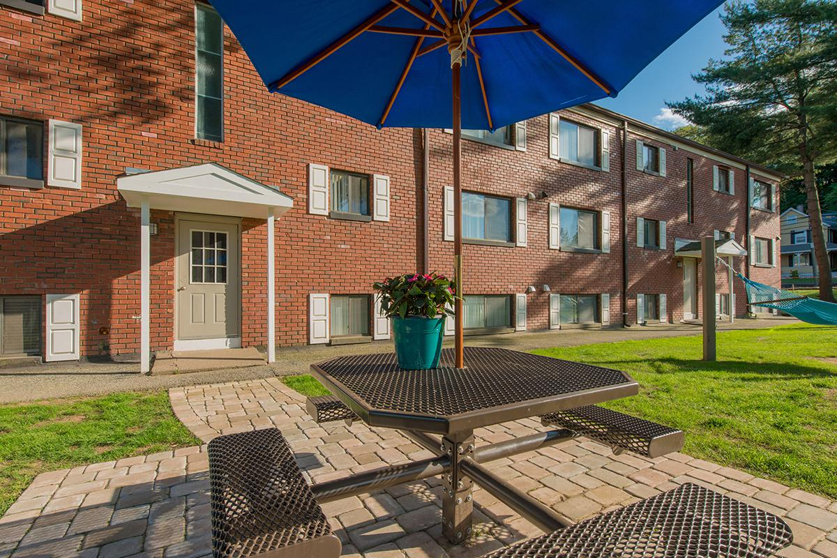 Apartments in Agawam | Country Manor Feeding Hills MA Apartments on