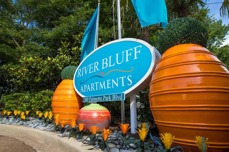 River Bluff Apartments | Welcome home to River Bluff Apartments. Experience southern charm in Lexington's finest.